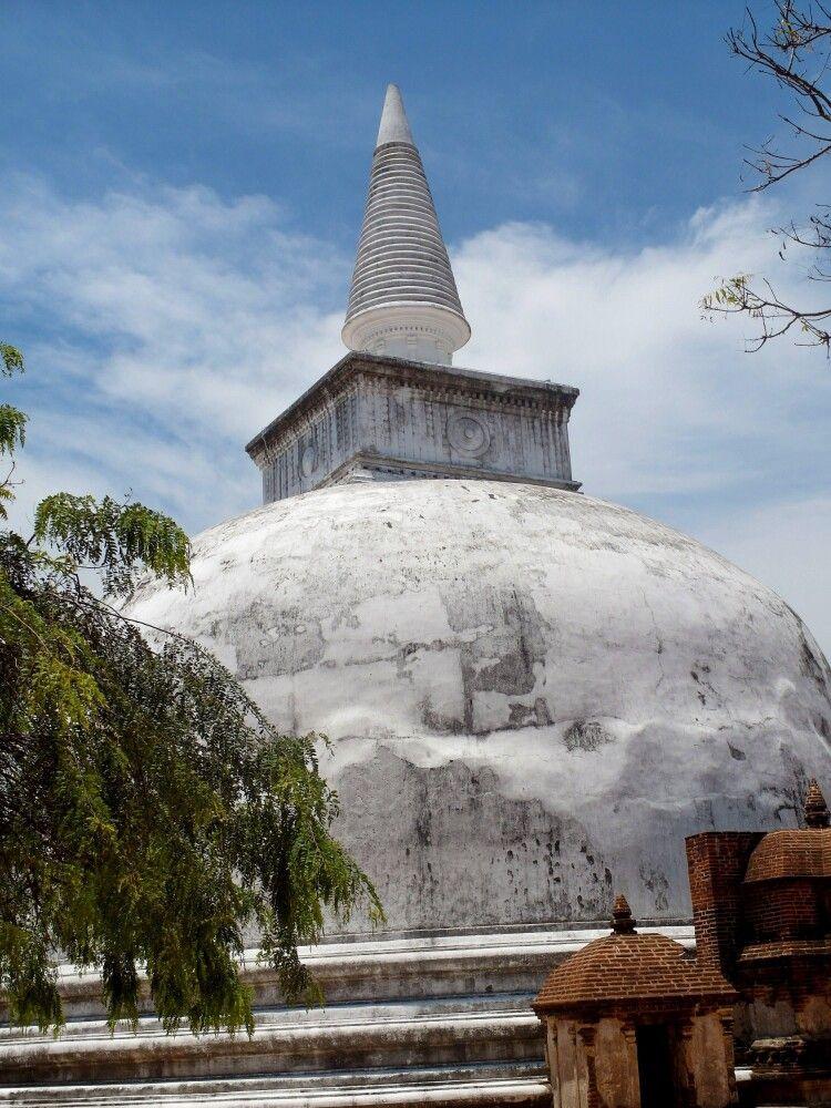 SRI_2016_4UHO_Polonnaruwa.jpg