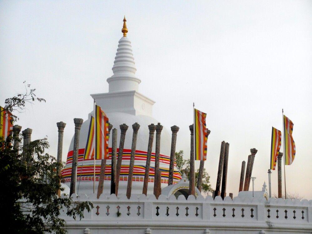SRI_2016_4UHO_Anuradhapura-Thuparama-Dagoba.jpg