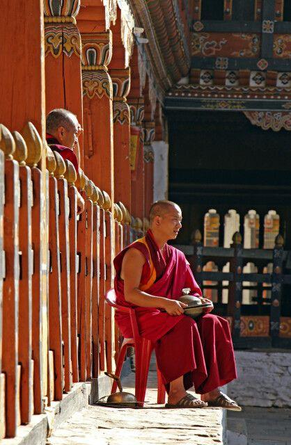 Mönch im Dzong von Trashigang