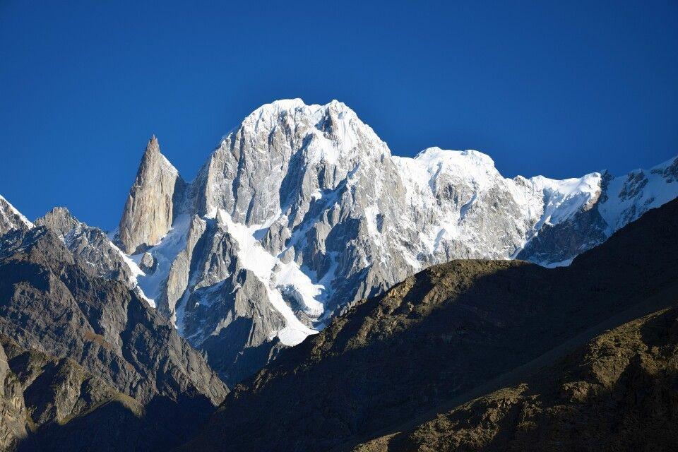 Die schmale Gestalt des Ladyfinger Peak oberhalb von Karimabad.