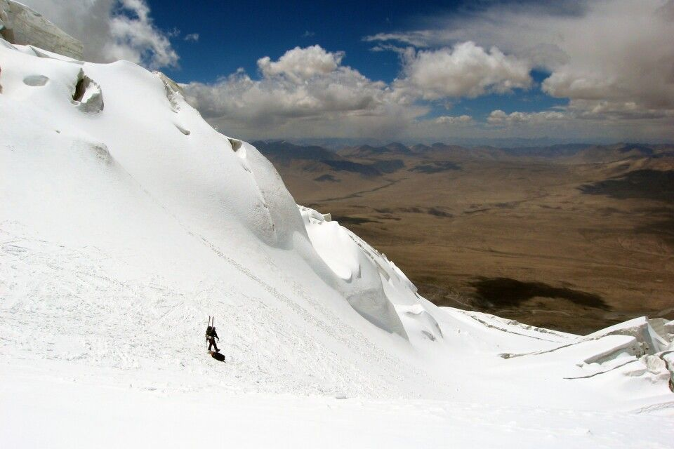 Beim Abstieg vom Muztagh Ata öffnet sich der Blick über die weite Steppe.