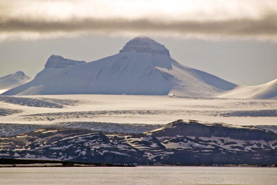 Die schroffen Berge gaben Spitzbergen seinen Namen