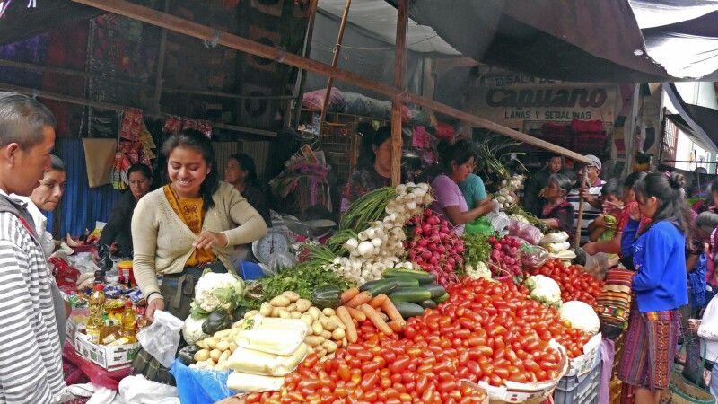 Auf dem berühmten Markt in Chichicastenango © Diamir