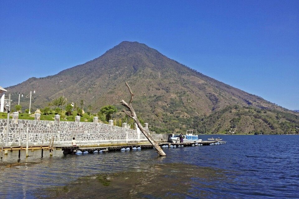 Vulkan Toliman am Atitlan-See gelegen