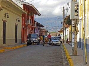 Traditionell und modern geht es durch Granadas Straßen