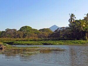 """Fahrt rund um die """"Isletas""""  auf dem Nicaraguasee mit Blick auf den Vulkan Mombacho"""
