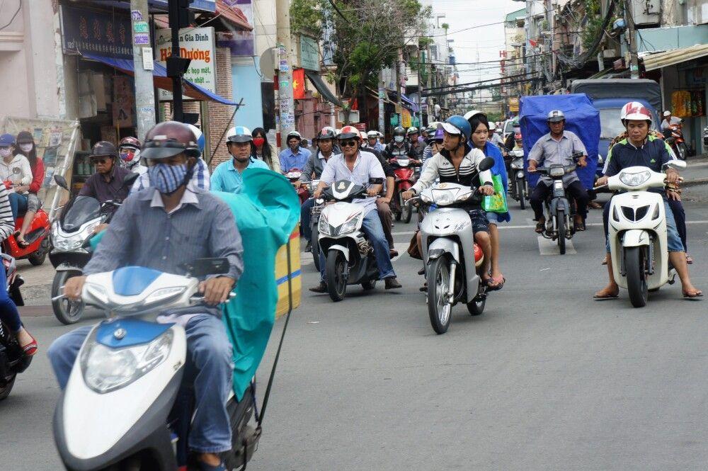 Mofas über Mofas auf den Straßen Vietnams