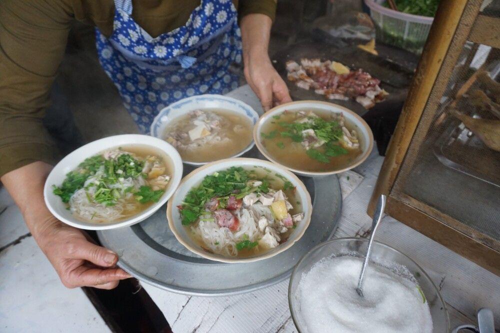 """Pho"" typische vietnamesische Nudelsuppe"