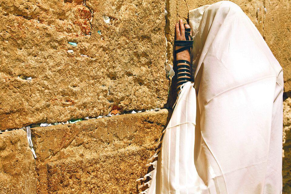 Bild von Tallit und Tefillin an der Klagemauer in Jerusalem