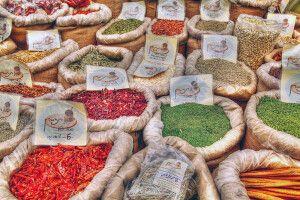 Marktszene in Israel, Gewürzstand