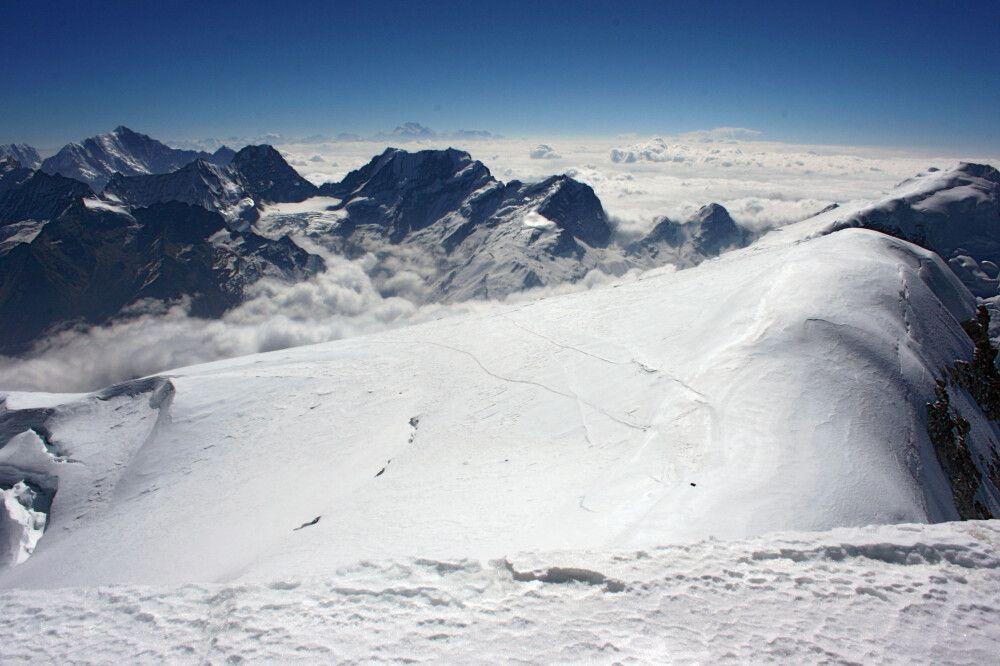Blick vom Gipfel des Mera Pak nach Osten zum Kanchenjunga
