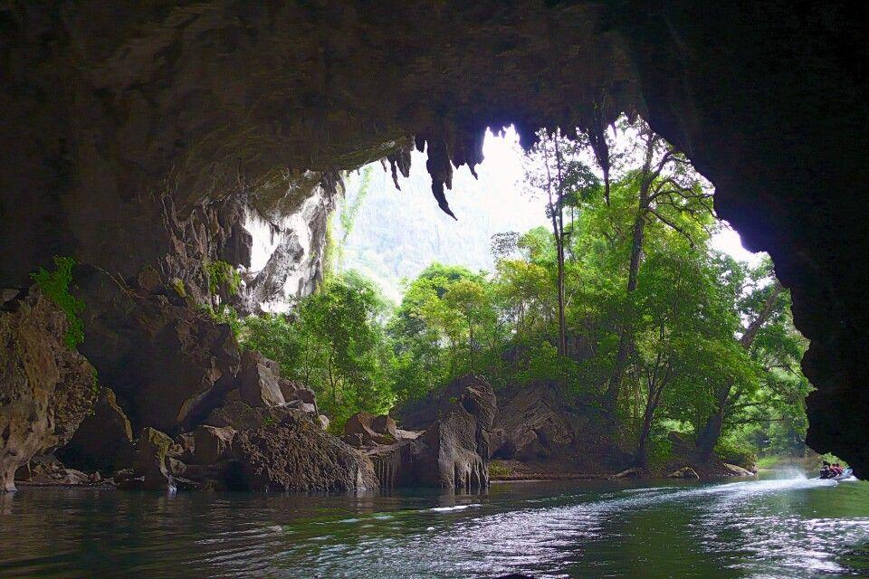 Höhlenausgang der Kong-Lor-Höhle am anderen Ende der Durchfahrt
