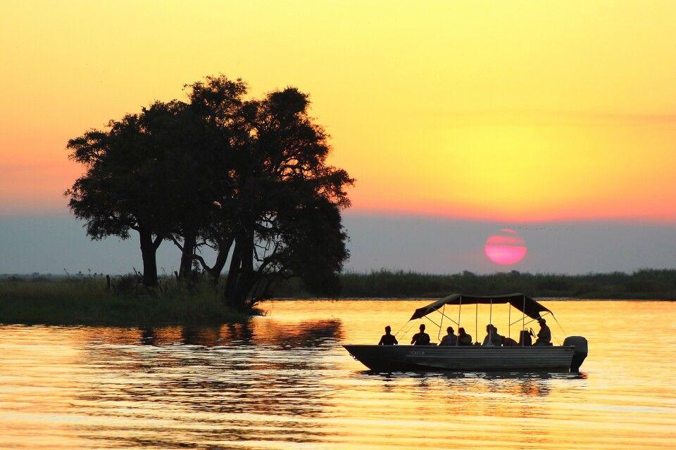 Bootsfahrt auf dem Chobe-Fluss zum Sonnenuntergang