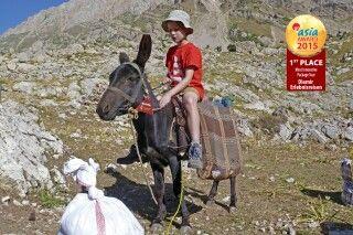 Sohn Friedrich und der Esel sind gute Freunde geworden.