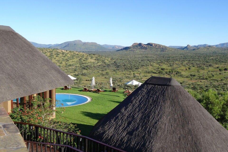 Fantastischer Blick über den Pool und die weite Landschaft von Gocheganas.
