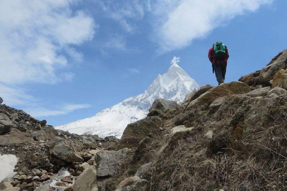 Shivling hoch über dem Gletscher