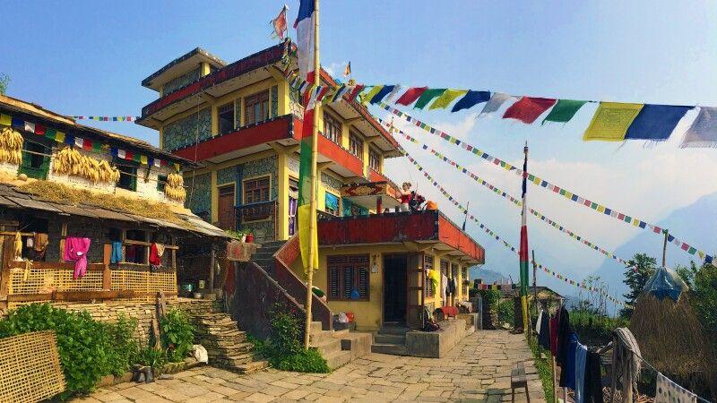 Kloster in Ghandruk © Diamir