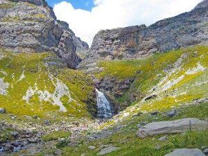 Kleine Wasserfälle am Weg