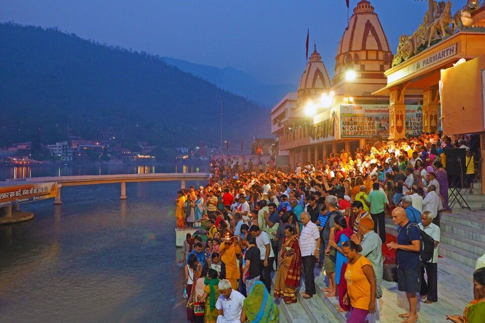 Ganga Aarti Zeremonie am Ganges in Rishikesh