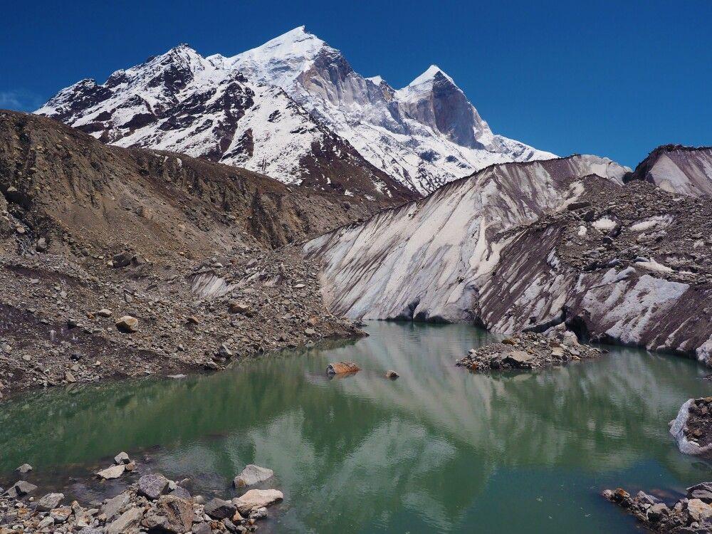 Gletschersee und Eisabbrüche vor den Bhagirathi Spitzen