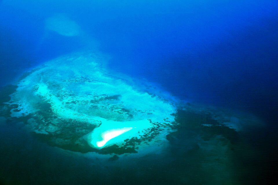 Blick auf ein Atoll vor Sansibar