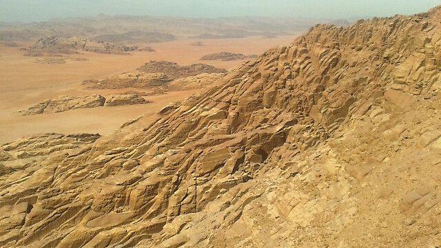 Ergebnisse allgegenwärtiger Erosion im Wadi Rum © Diamir