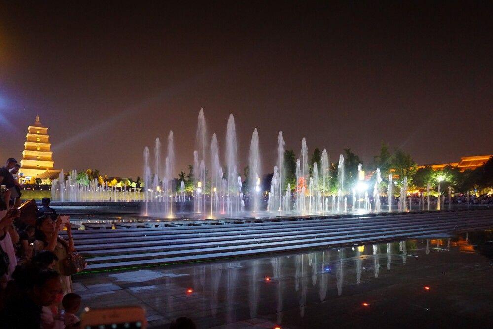 Wasser- und Lichtshow an der Wildganspagode in Xian