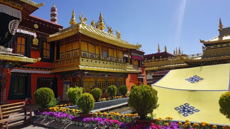 im Jokhang-Tempel in Lhasa © Diamir