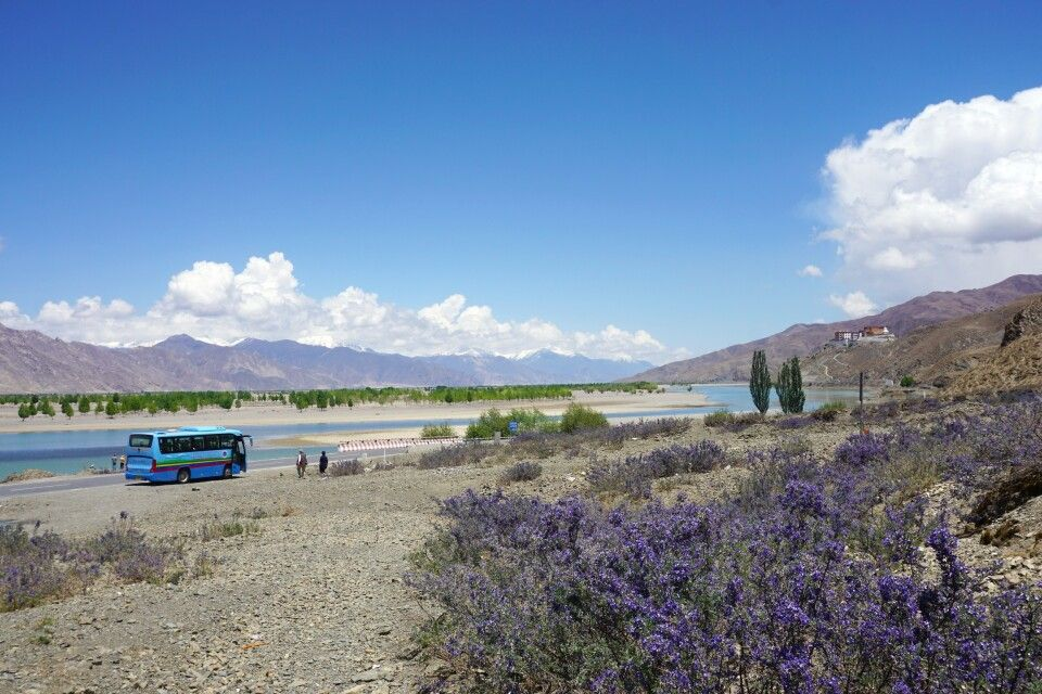 Fahrt durch Tibet zwischen Shigatse und Lhasa