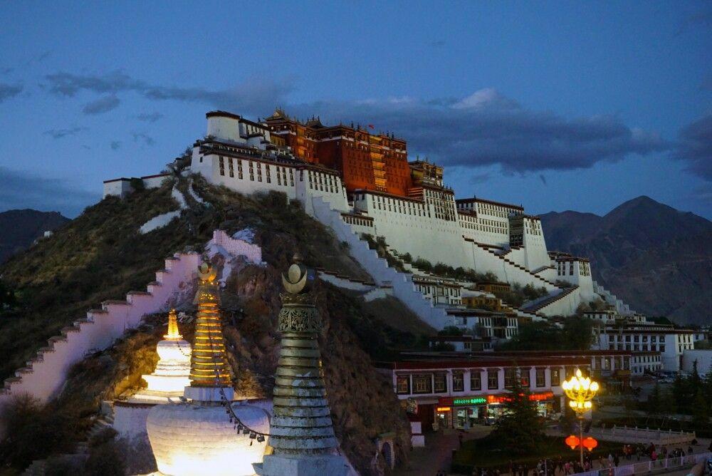 Potala Palast bei Nacht in Lhasa
