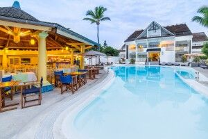 Pool im Le Nautile beach Hotel