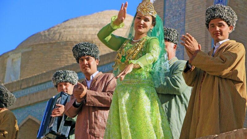 Frauen usbekistan hübsch Frauenwahlrecht in