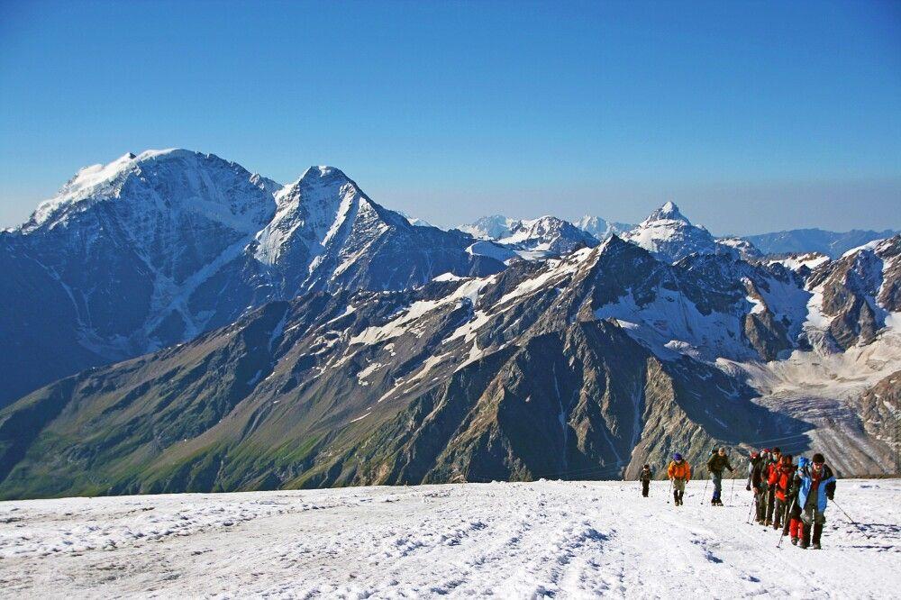 Unterwegs am Elbrus, schon kurz vor den Pastukhovfelsen.