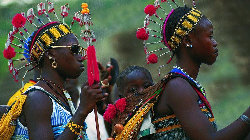 Frauen in traditioneller Tracht © Diamir