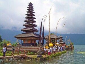 Tempel Ulan Danau