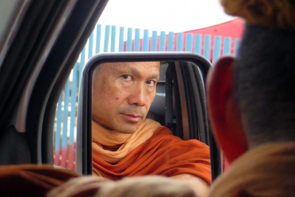 Mönch auf Busreise