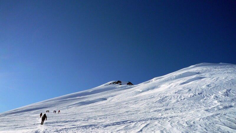 Der Aufstieg auf den Kasbek ist recht weit. © Diamir