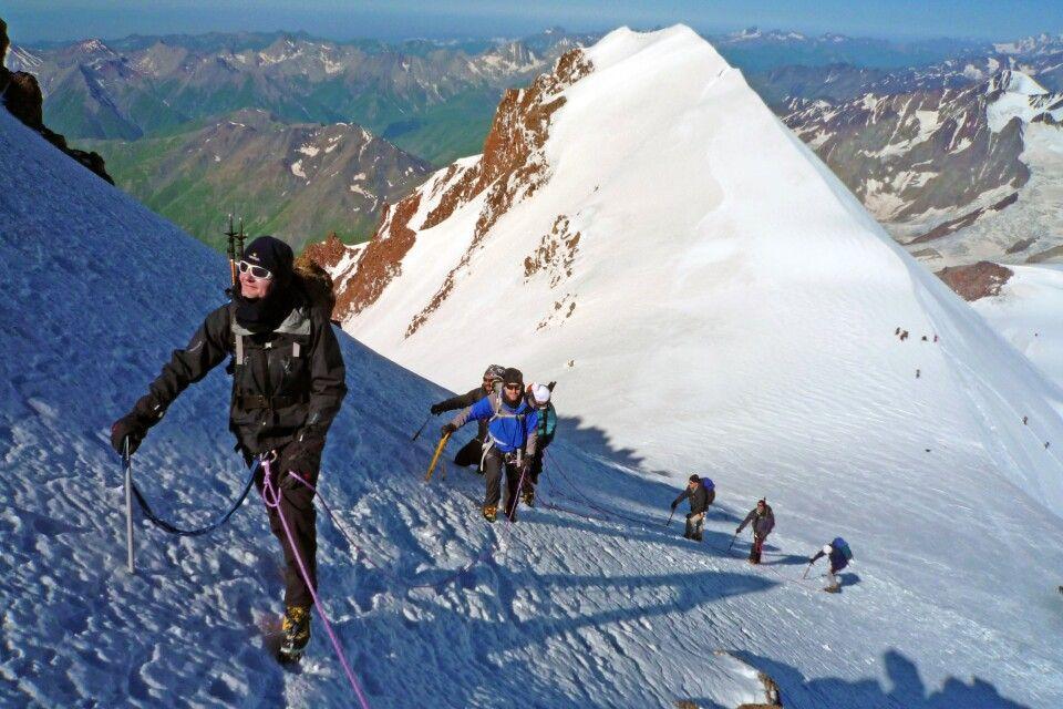 Die letzten Meter zum Gipfel des Kasbek hinauf sind etwas steiler.