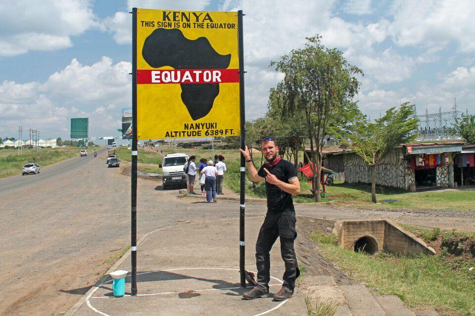 Uwe Jeremiasch am Äquator nahe des Mount Kenya