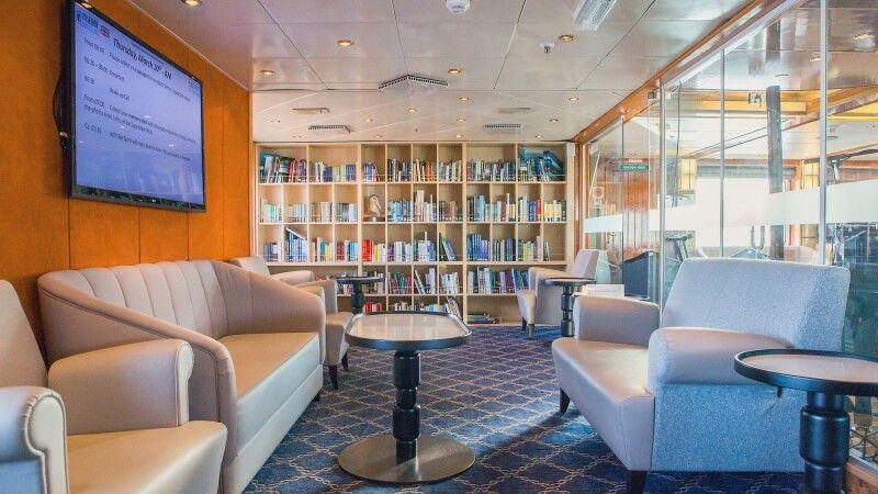 Die gemütliche Bibliothek der Sea Spirit © Diamir