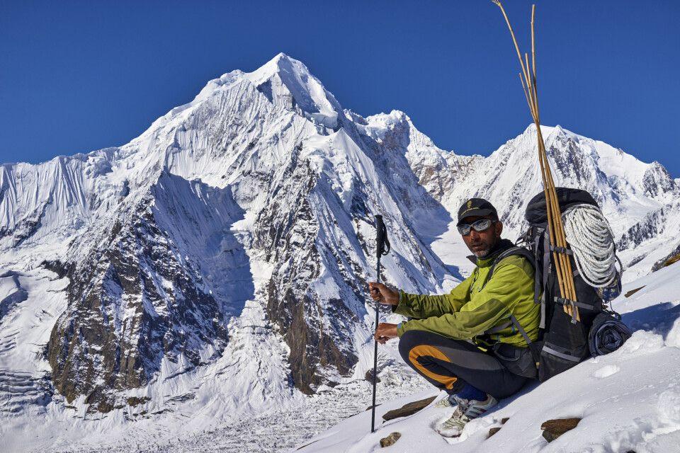 Tatkräftige Unterstützung durch die lokalen Bergführer am Spantik.