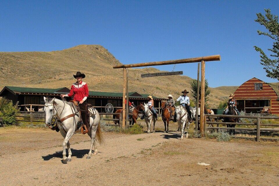 Reiter vor der La Reata Ranch