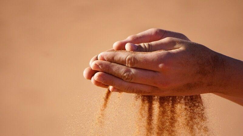 eines der Wahrzeichen Namibias: feiner Wüstensand © Diamir