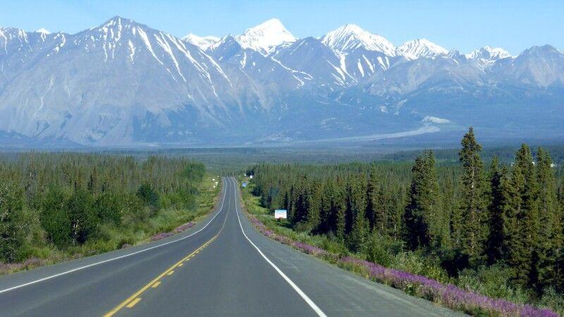 Auf dem Haines Highway im Yukon © Diamir