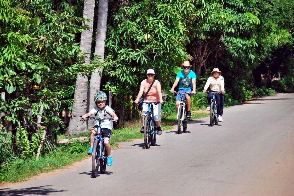 Mit der Rädern durch die Ruinen von Angkor