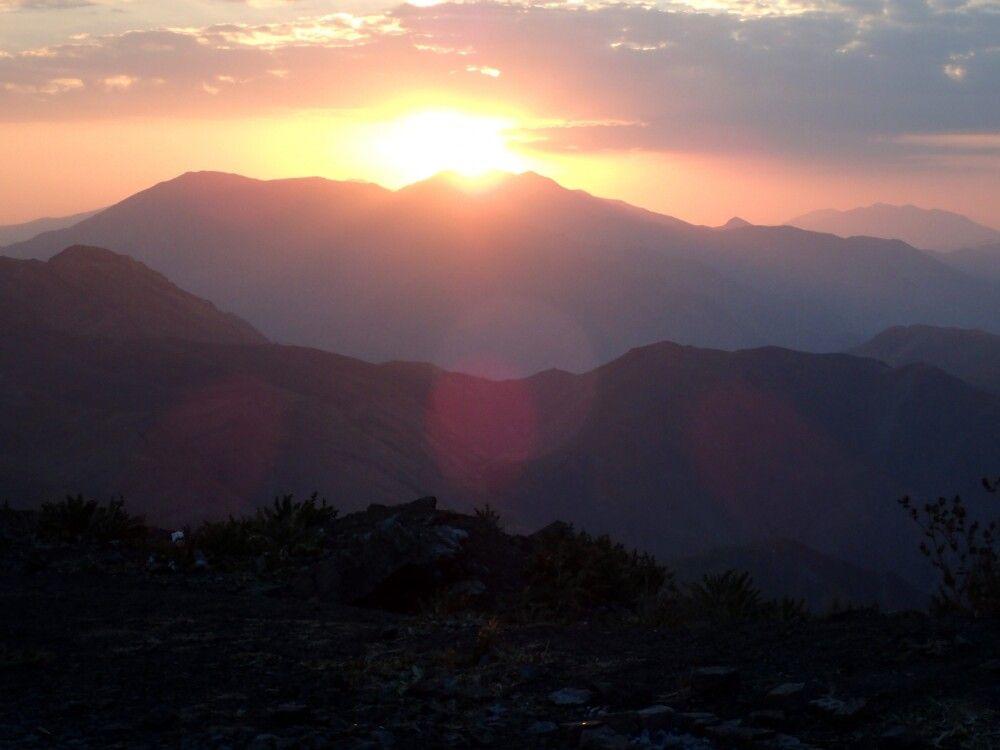 Farbenprächtiger Sonnenuntergang am Koloun Bastak