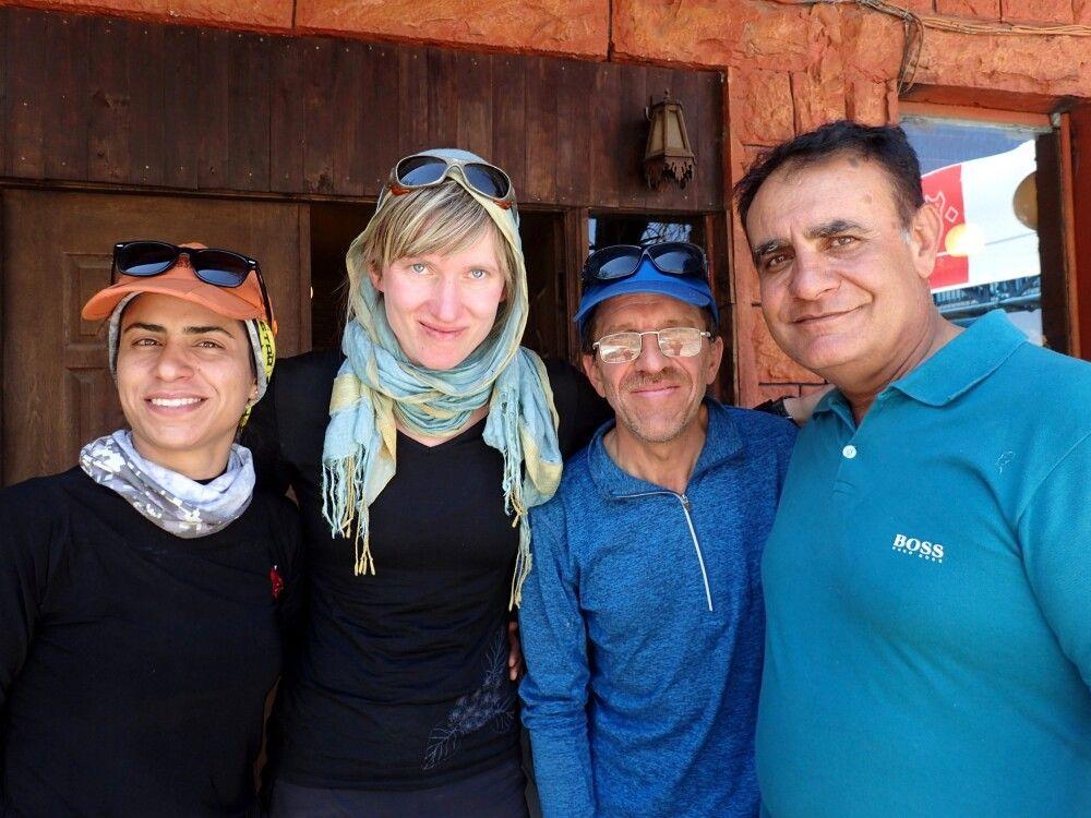 Das Betreuerteam am Damavand: Leila, Marianne, Modji und Reza.