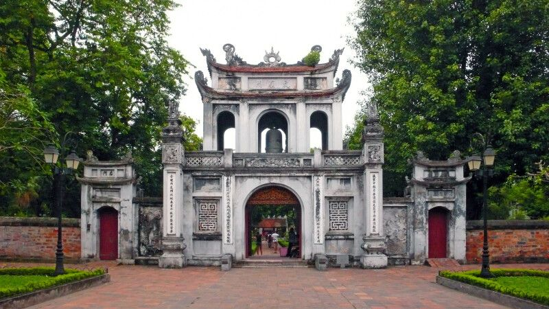 Pagode am Hoan-Kiem-See in Hanoi © Diamir