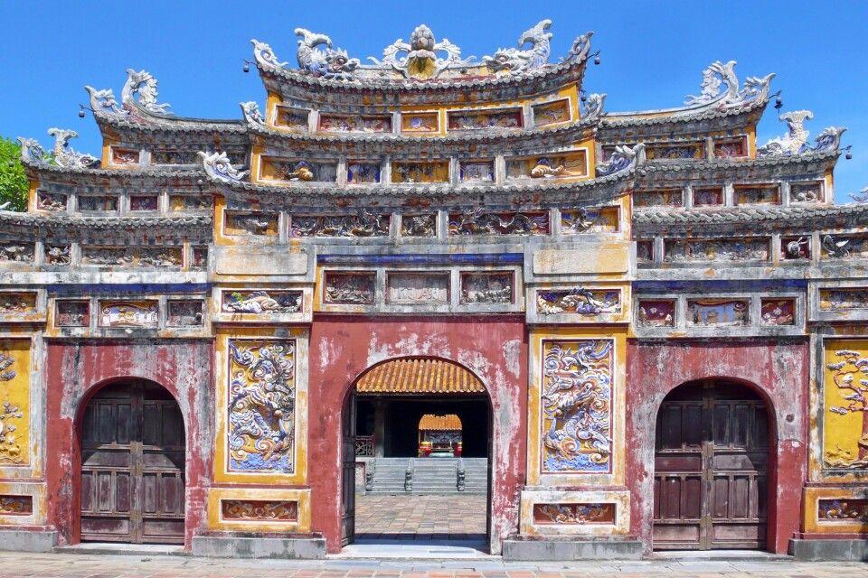 Tor zum Phung-Tien-Tempel in der Kaiserstadt in Hue