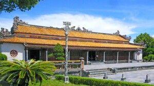 Blick auf den Palast mit dem Königsthron im Kaisepalast in Hue